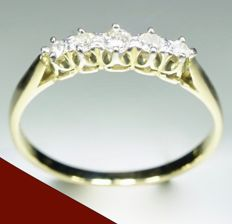 18 kt Yellow gold women's ring set with 5 brilliant cut diamonds (0.40 ct) Ring size: diameter 19.00 mm