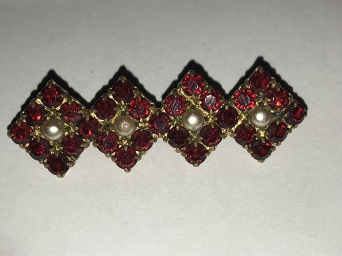 Antique garnet gold brooch 18 kt with seedbeads Germany circa 1880