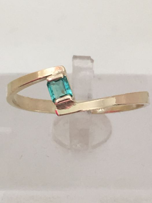 New 18 kt yellow gold ring with 0.30 ct emerald cut emerald, made in Spain