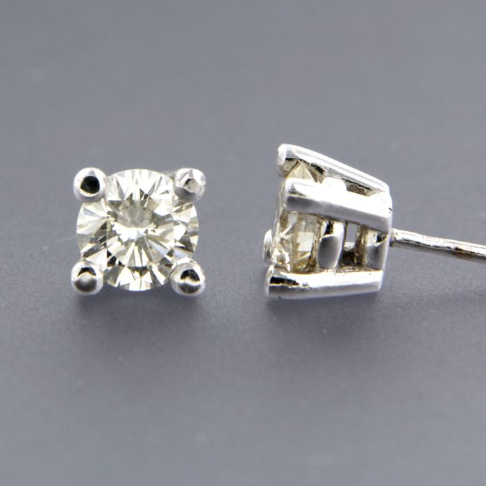 14 kt white gold solitaire stud earrings set with brilliant cut diamond of in total approximately 1.44 carat, width of stud earring 6.1 mm
