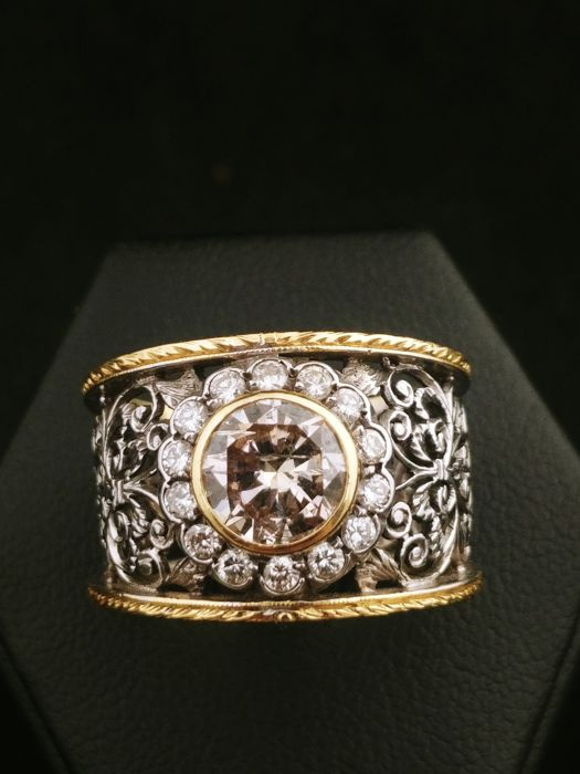 Ring in 18 kt gold and silver with 1.5 ct diamond in centre