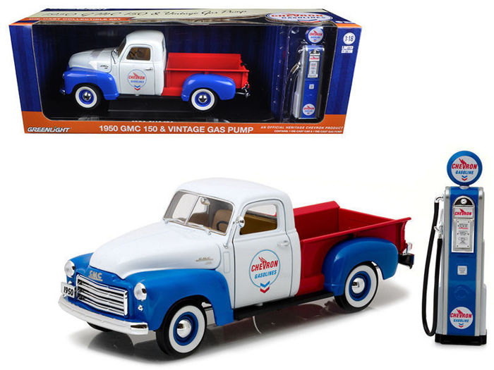 Greenlight - 1:18 - GMC 150 + Vintage Gas Pump 1950