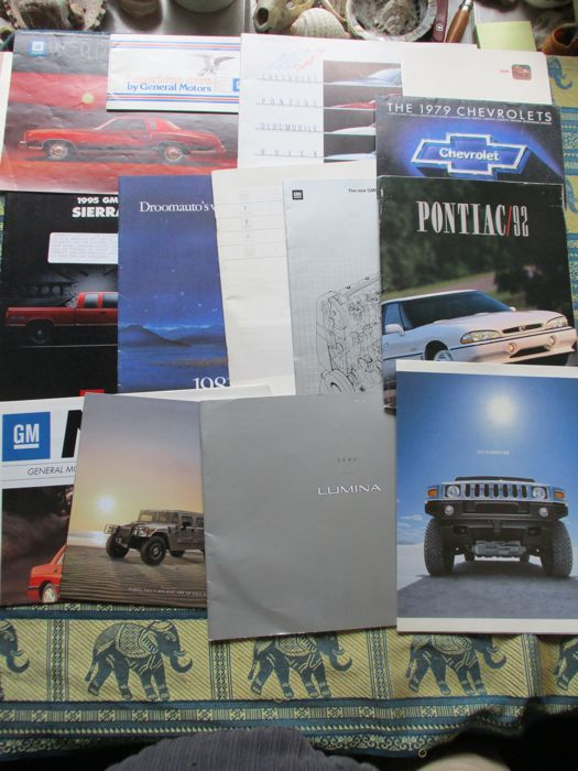 Brochures/ Catalogues - GM - 1978-2004 (14 items)