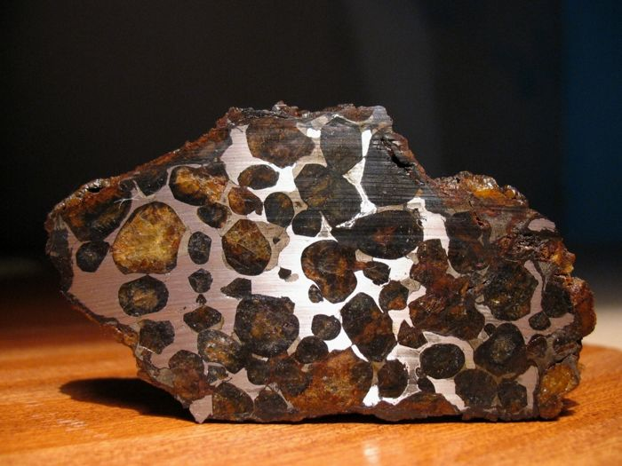 Sericho meteorite - Pallasite (Nickel-Iron matrix with Olivines) - 35.5g