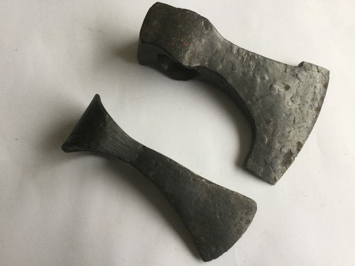 Two Medieval iron battle axe from the Viking period - 175 x 115 mm (1081 g) 165x65mm. (562 grams).