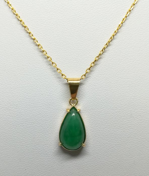 Necklace with pendant made from 18 kt yellow gold - pear cabochon emerald (5.20 ct) - necklace length 50 cm - pendant 2.8 cm