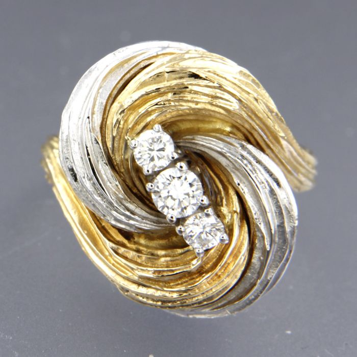 18 kt bi-colour gold ring set with brilliant cut diamonds, approx. 0.50 carat in total