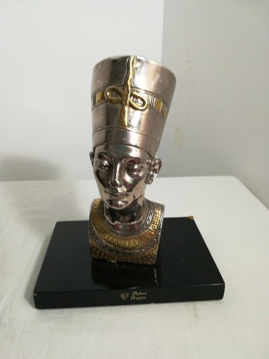 Egyptian statue in 800 silver laminate. Author: Andros