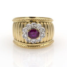 Ring in yellow gold with ruby of 1.30 ct and 0.50 ct in diamonds