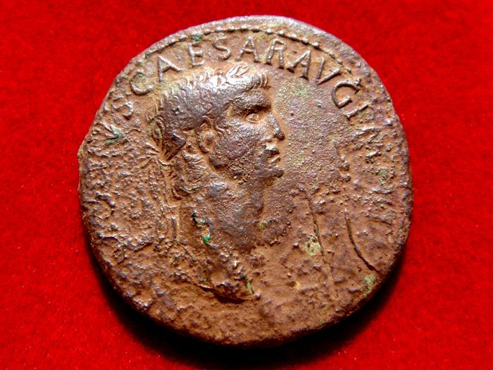Roman Empire - Claudius I (41 - 54 A.D.) bronze sestertius (22 g. and 33 mm.) minted in Rome, 50 A.D. EX SC OB CIVES SERVATOS within laurel wreath.