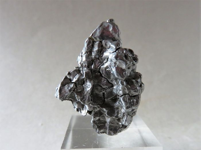 Rarity - iron meteorite Campo del Cielo with large movable piece - Oktaedrite IVA, 3.9 x 3.2 x 1.5 cm - 39.02 g