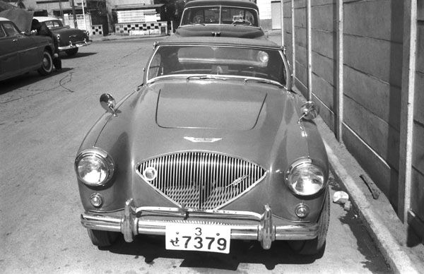 22 photos of Austin Healey in Japan - 1955 to 1965