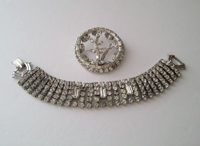 1950's WEISS White Rhodium Plated Diamanté Bracelet and Brooch