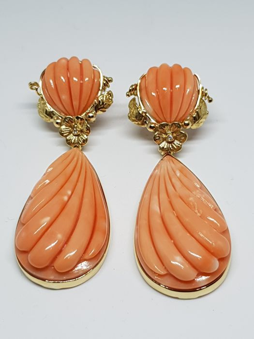 Earrings in 18 kt gold with Japanese coral