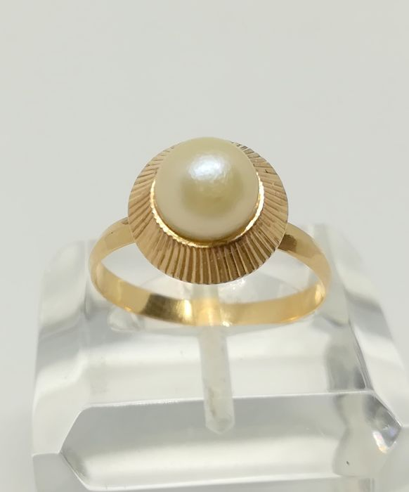 cocktail ring in 18 kt yellow gold with cultured pearl - metric of 6 mm
