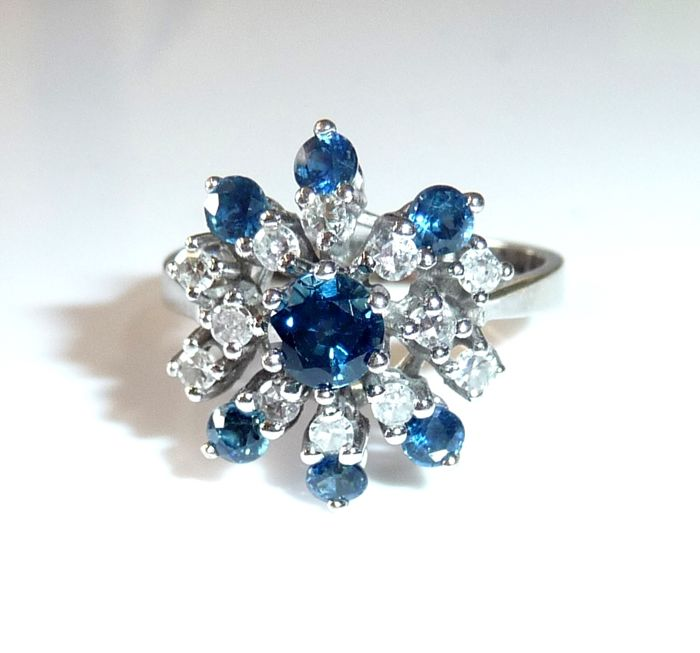 Ring made of 14 kt / 585 white gold, sapphires weighing 1 ct + 0.30 ct diamonds (H-G) - excellent condition