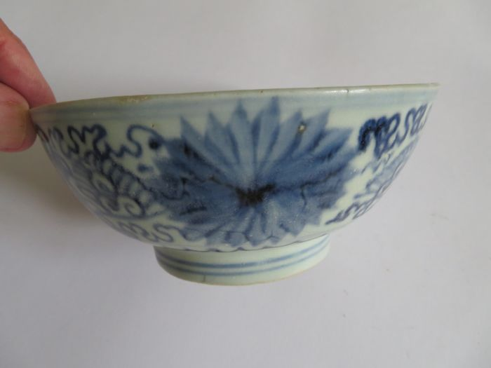 A rare ,large Chinese porcelain bowl  with rich flower decoration - 148 X 67 mm