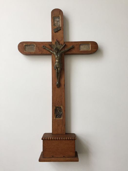 Standing oak crucifix with 4 relics - 19th century
