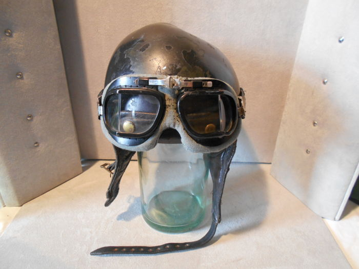 Old bowl helmet in genuine leather / plus a pair aviator glasses - c. 1940