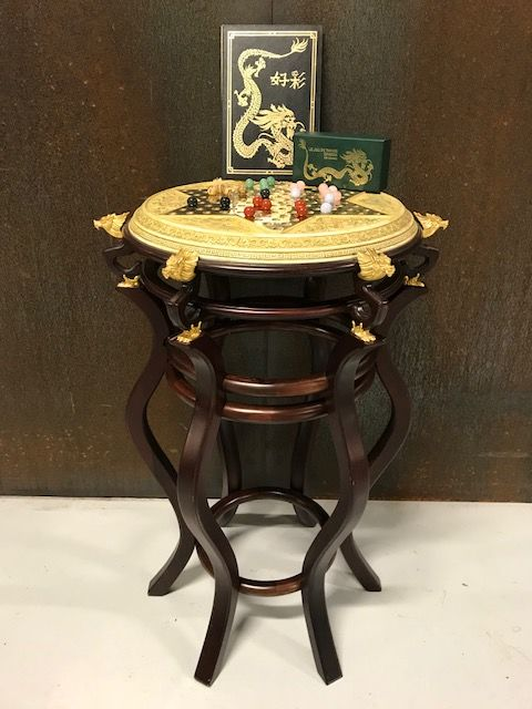 Franklin Mint - Chinese checkers / Halma - Mahogany wood, gems and 24kt gold plated elements - on wooden table