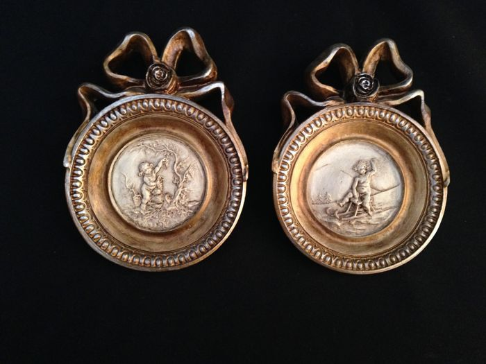 Pair of Cherubin Medallions - Ceramics with Golden Frame