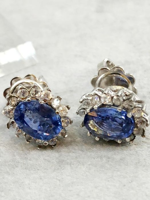 Extraordinary earrings in 18 kt white gold with fantastic sapphires weighing 1 ct each, and 0.58 ct diamonds, VVS/E ***No Reserve***