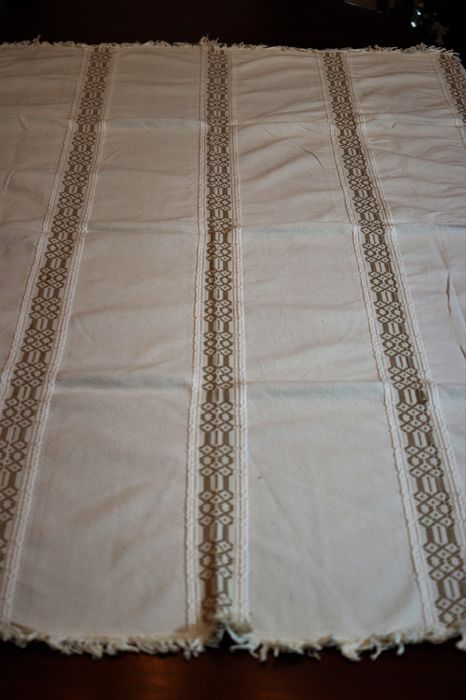 Beautiful tablecloth made in a private collection loom from Portugal