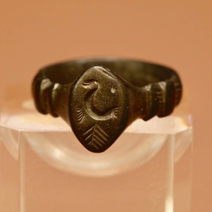 Ancient Roman Bronze Seal ring with symbol / 24mm