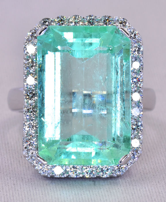 14.33 Ct Emerald with Diamonds ring ***NO RESERVE price!***