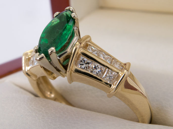 1.21 Ct - Diamond & emerald - 14k gold ring - **No Reserveprice**