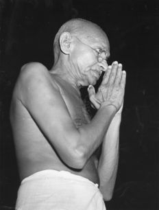Unknown/Wide World Photos - 'Gandhi salutes audience', Bombay, 1946