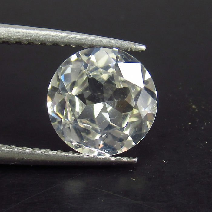 Colorless Saphire 1.87 Ct.