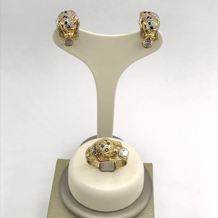 Set of ring and earrings in 18 kt white and yellow gold, with panthers covered in zircon and sapphire - Weight 15.71 g