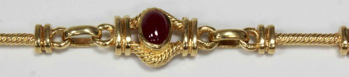 18 kt gold bracelet with thin rubies and cord links - Length: 20 cm