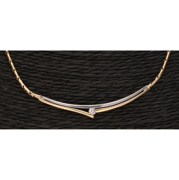 14 kt - Bi-colour yellow/white gold link necklace set with a centrepiece with a diamond of approx. 0.09 ct. - length x width: 43.5 x 0.5 cm