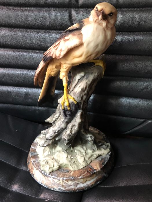 An Italian Big Falcon sculpture carved in marble - circa 1950