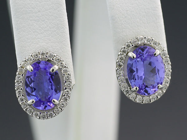 A pair of tanzanite-diamond ear studs 2.63 ct 750 white gold ---NO Reserve price---