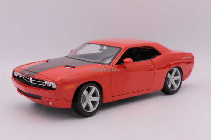 Maisto - Schaal 1/18 - Dodge Challenger - 2006 - Color: Orange / Black - Premiere Edition