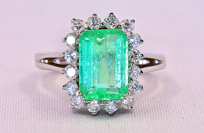 4.09 Ct Emerald with Diamonds, exclusive ring ***NO RESERVE price!***