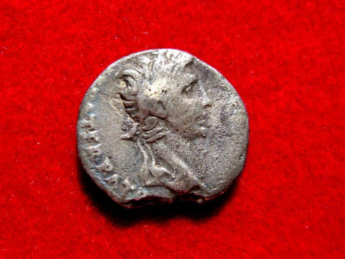 Roman Empire - Augustus (27 B.C. - 14 A.D.) silver denarius (3.21 g 16 mm) minted in Lugdunum (Lyon) between 2 B.C. to 12 A.D. Caesares Gaius and Lucius.