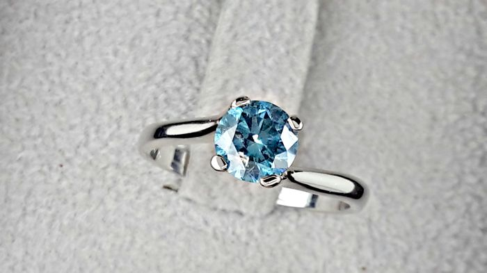 0.96 carat Round Brilliant Cut Fancy Blue Diamond Solitaire Engagement Ring in 14kt  White Gold *** NO RESERVE PRICE **
