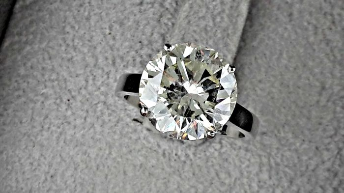 5.00 Ct  ct round diamond ring 14 kt white gold - size 5.5