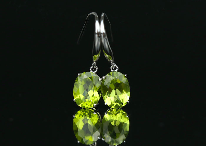 Au 750 white gold earring with Peridot 3.1ct. *No Reserve**