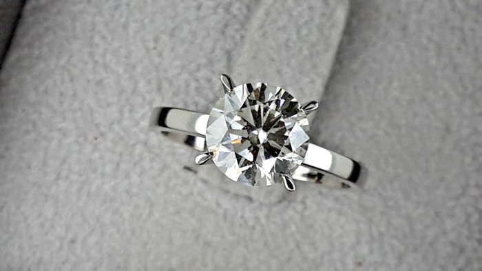 2.18 carat Round Brilliant Cut Diamond Solitaire Engagement Ring in 18kt  White Gold