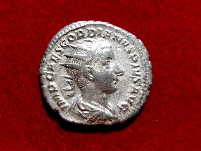 Roman Empire - Gordian III silver antoninianus (4,30 g 21 mm) from Rome mint, 239-241 A.D. LIBERALITAS AVG II.