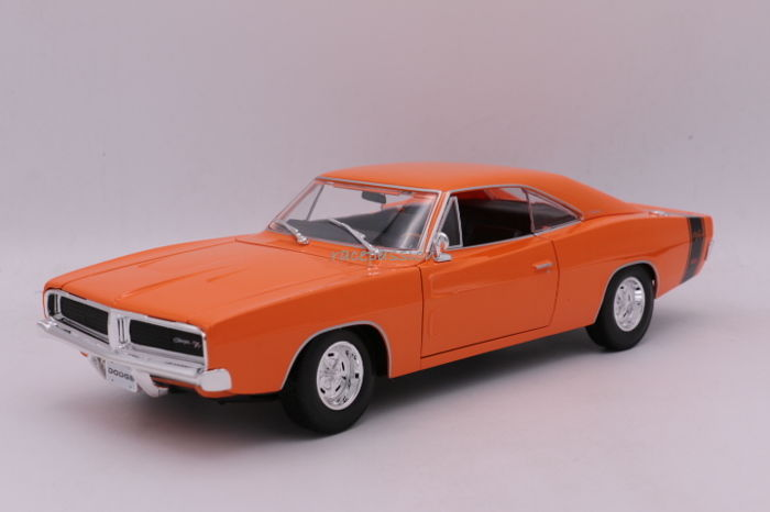 Maisto- Special Edition - Schaal 1/18 - Dodge Charger R/T - 1969 - Color: Orange