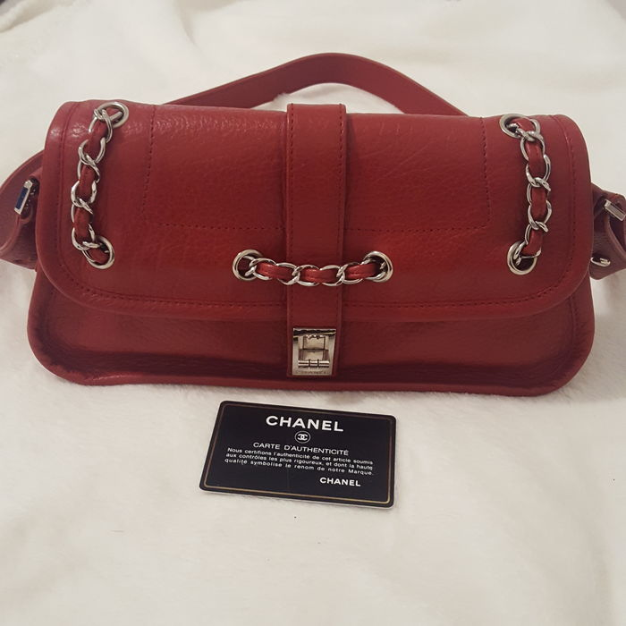 Chanel - Red Leather Mademoiselle Lock Chain Sac en bandoulière