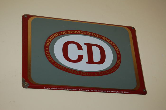 "Emaille bord:  CODE DIPLOMATIQUE et CONSULAIRE ""CD"""