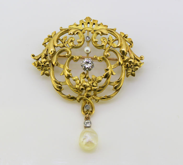 Art Nouveau 18K gold brooch with old cut diamonds and saltwater pearl, France circa. 1900