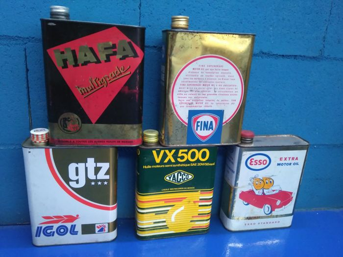 Rare lot of vintage oil jerrycans. 20th century, France
